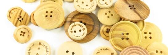 Knöpfe aus Holz sind ein reines...